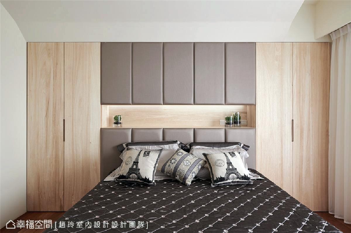 由于未设独立更衣间,因此设计师吕学宇善用床头后方空间来打造衣柜机图片