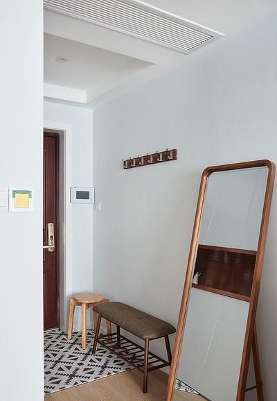 玄关图片来自家装大管家在78平北欧极简居 色调清雅大方的分享