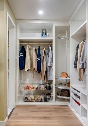 衣帽间图片来自家装大管家在105平粉色简约3居 时尚小资范儿的分享