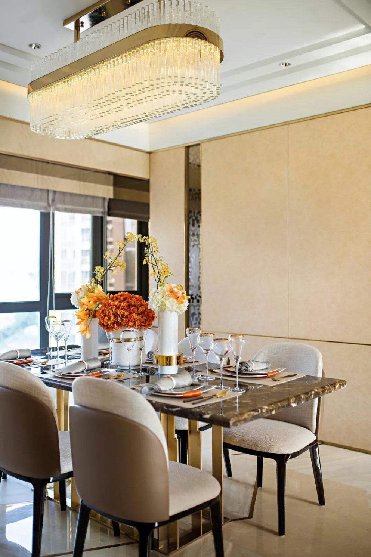 天山九峰290㎡现代奢华风格餐厅效果图