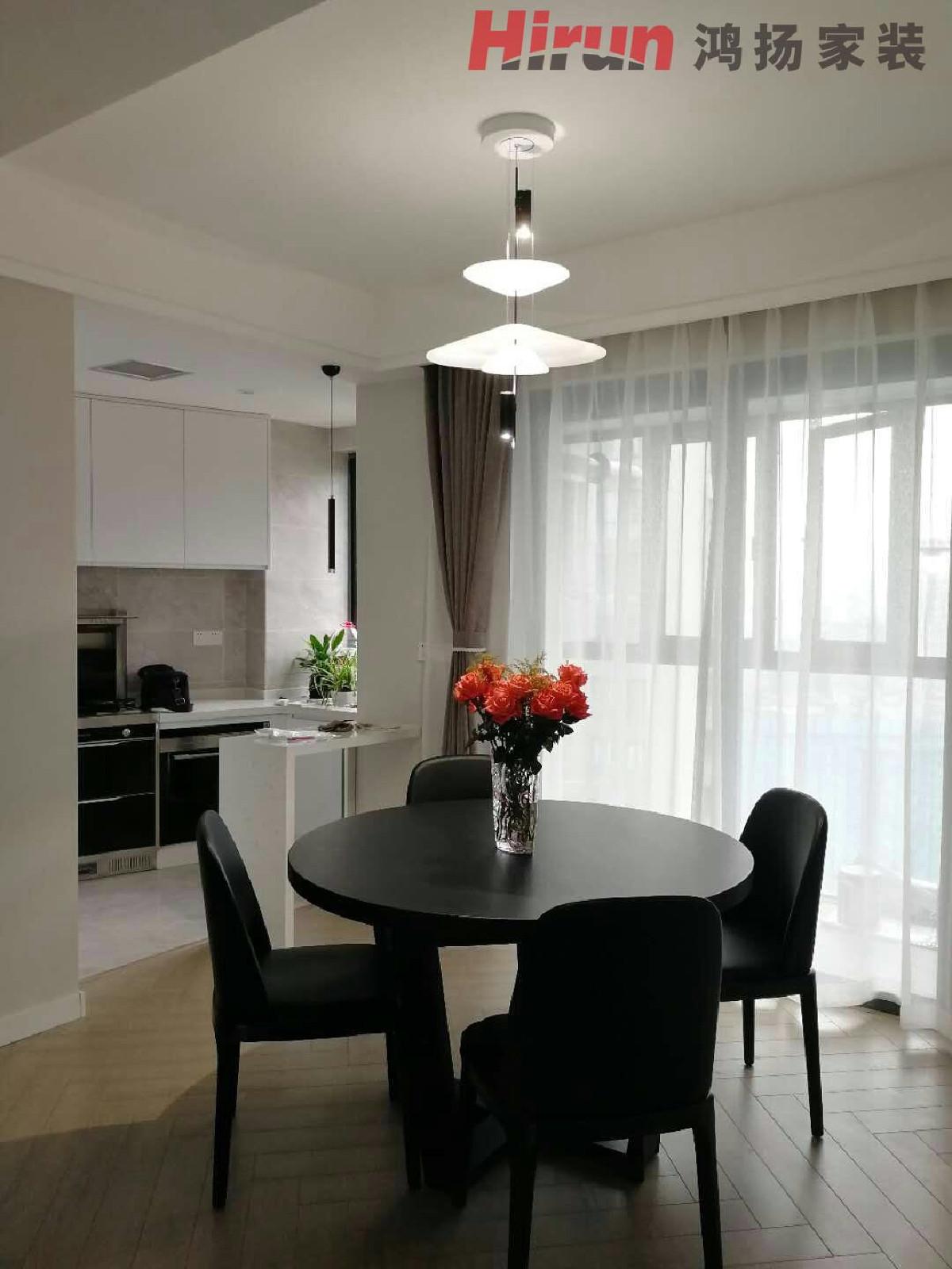 以黑白灰色调为主的现代简洁的墙地面.家具为主要表现元素.