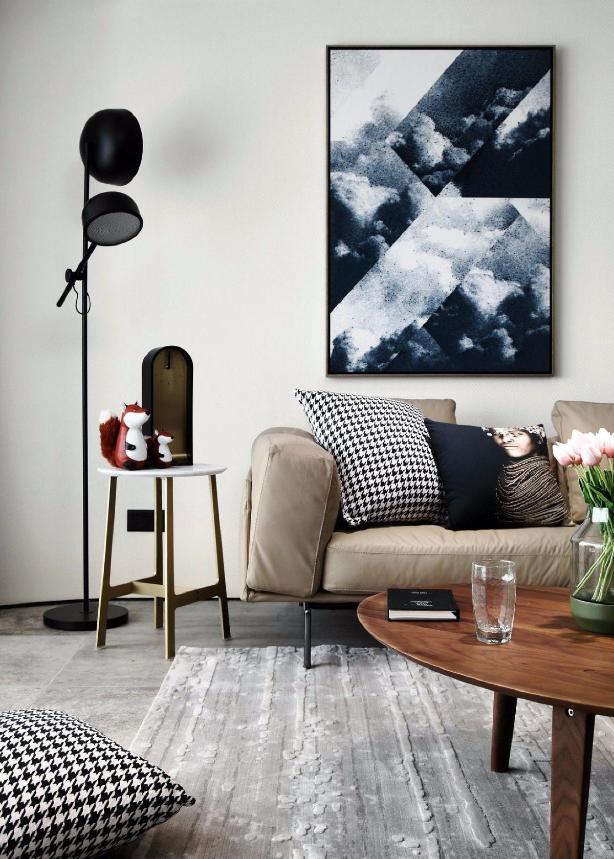 简单到极致为追求,是一种设计风格,感官上简约整洁,品味和思想上更为优雅