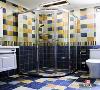 虽然只有几平米的浴室 ,陈设和线条的分布,方形黄蓝调,
