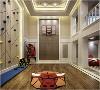 小型篮球场| 房子大的好处就是小孩子的游乐区间足够大。前面提到男孩卧室的装潢是以篮球为基调的,所以在游乐区间设有小型的篮球场,这样就算刮风下雨也有地方可以打篮球了,岂不是美滋滋。