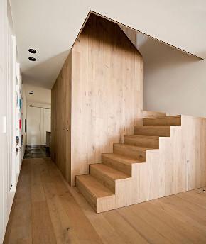 楼梯图片来自武汉申阳红室内设计在民宿的分享