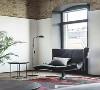 金属骨架和双关节灯具,以及样式多变的灯泡和用布料编织的电线,都是工业风格家装中非常重要的元素,装上这样的灯具能改变整个家居空间的氛围。