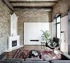 工业风格装饰离不开金属,不过金属家具过于冷调了,可以与木质或者皮质元素搭配。原木的家具也是工业风格中常见的,尤其是那些老旧木头,更具有质感。