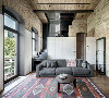 工业风格的墙面多保留原有建筑的部分容貌,比如说墙面不加任何的装饰把墙砖裸露出来,或者采用砖块设计或者油漆装饰,亦或者可以用水泥墙来代替;