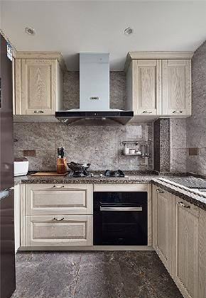 厨房图片来自家装大管家在116平美式雅致3居 尽显幽静优雅的分享
