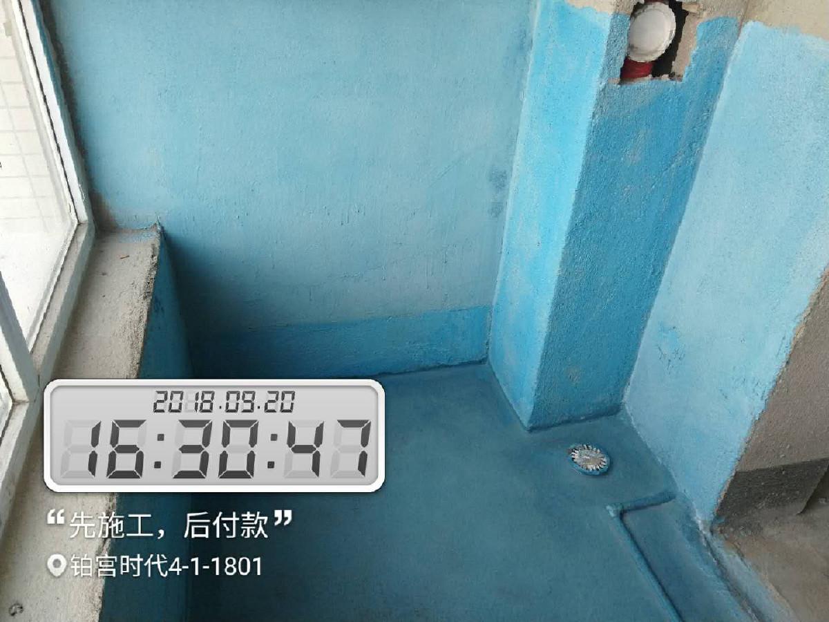 3、水电改造 在水电改造和主体拆改两个环节之间,上水口、油烟机插座的位置,提建议。包括: 油烟机插座位置是否影响油烟机的安装;水表位置是否合适;上水口位置是否便于以后安装水槽。最好把卫生间防水做了。