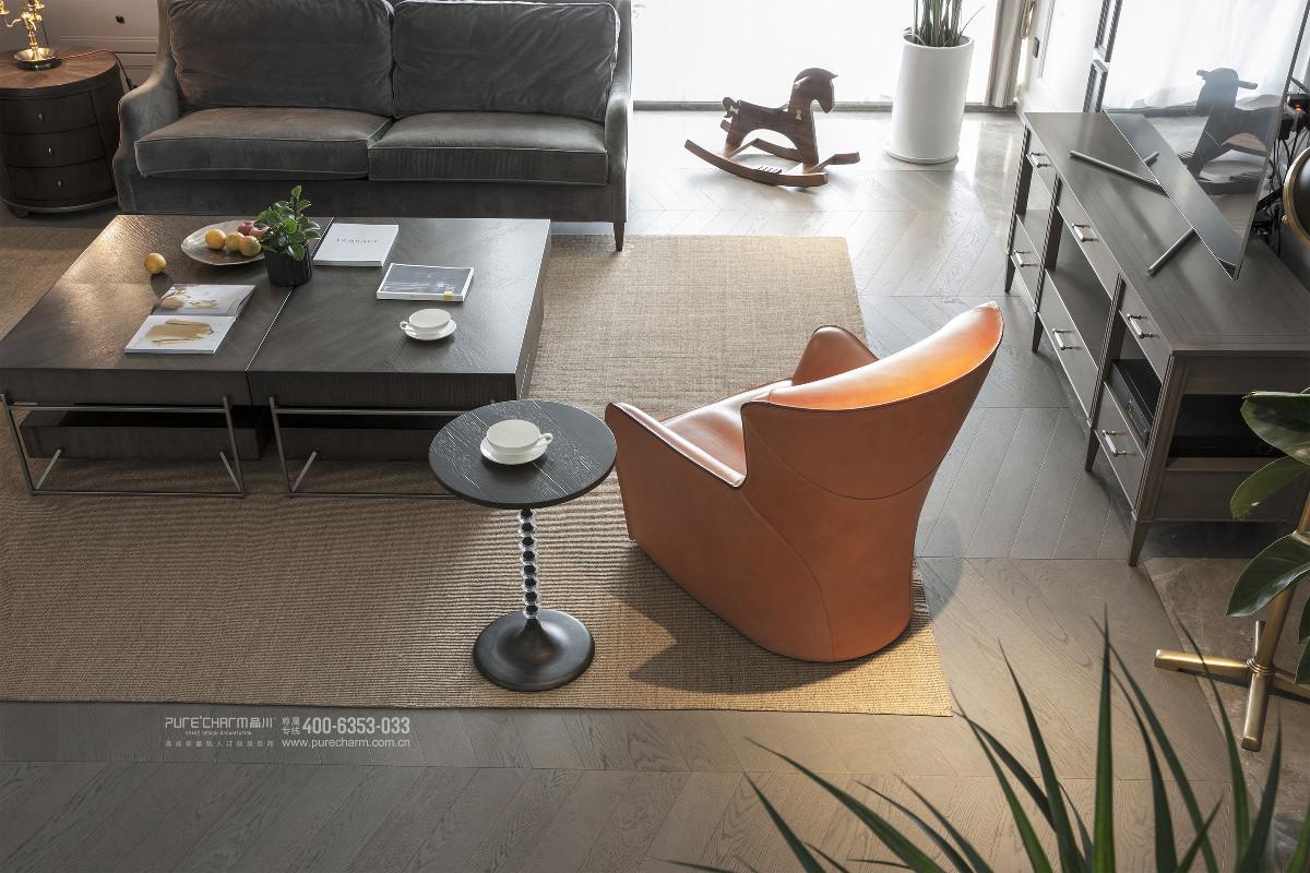 纵观一层核心区,设计师努力营造的是一种安静却生动的空间气质。