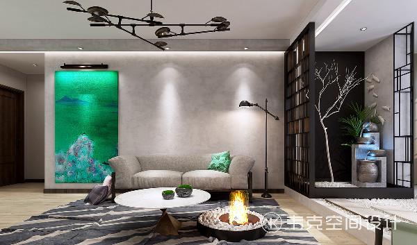 """沙发背景墙出乎意料的""""素净"""",把山与木的诗写在风景画里,无论心中的位置多远,都不会忘记回家。"""