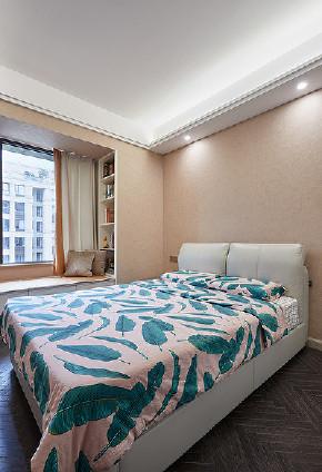 卧室图片来自家装大管家在清新不脱俗 108平现代时尚3居室的分享