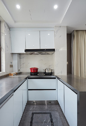 厨房图片来自家装大管家在清新不脱俗 108平现代时尚3居室的分享