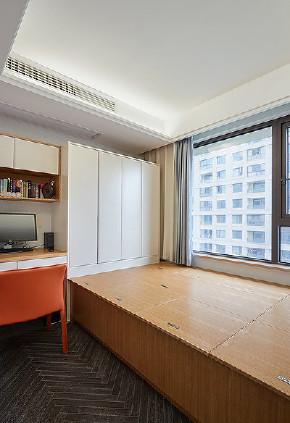 书房图片来自家装大管家在清新不脱俗 108平现代时尚3居室的分享