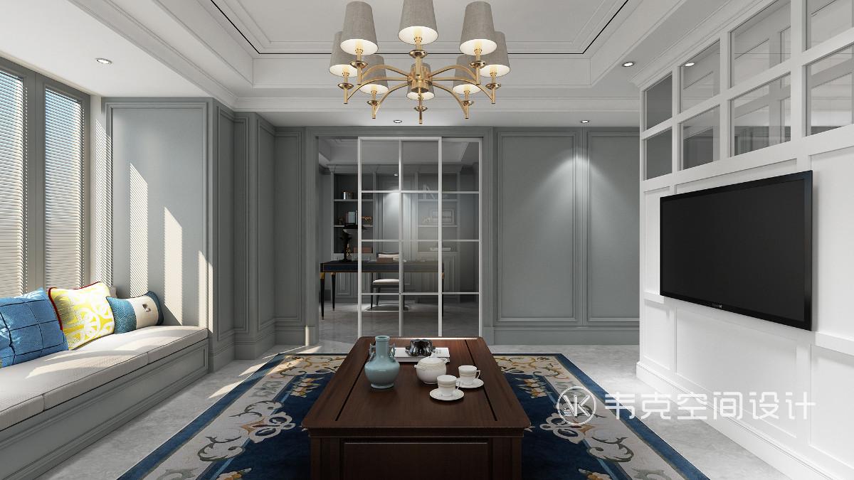 客厅旁边的书房用玻璃移门隔断,实现书房专属区域,营造了视觉上的通透感,保证书房私密性。
