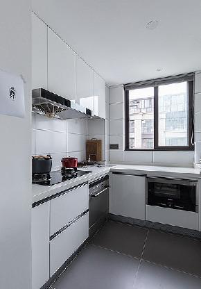 厨房图片来自家装大管家在100平现代时尚空间 不失活力雅致的分享