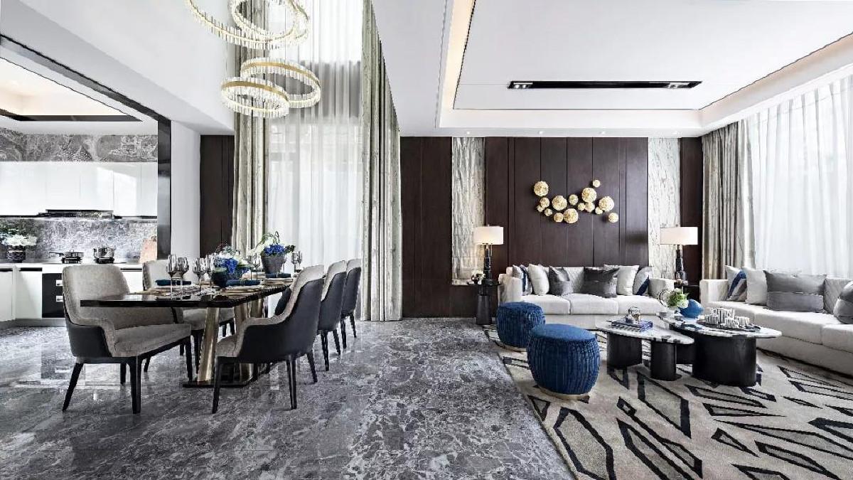 开放式餐厅延续了简约利落的格调,在材质搭配上以大理石、玻璃和金属为主。厨房与客餐厅相连,使整个空间更加通透大气,巧妙地演绎出和缓舒适的空间节奏,这也是设计师对于现代生活方式的回归与重塑。
