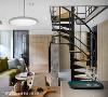 螺旋楼梯 楼梯开口位置螺旋的弧度、角度,以及每个踏板间的距离和宽度都经过精密计算,让空间效益发挥到最大,同时也不忘体贴屋主行走的舒适度。