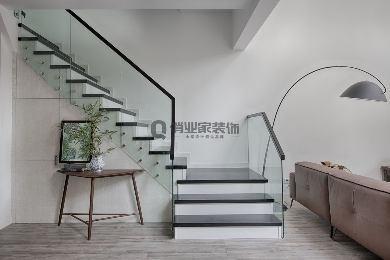 重庆逸翠庄 联排别墅 重庆装修 北欧风格 楼梯图片来自俏业家装饰在重庆逸翠庄园北欧风格装修案例的分享