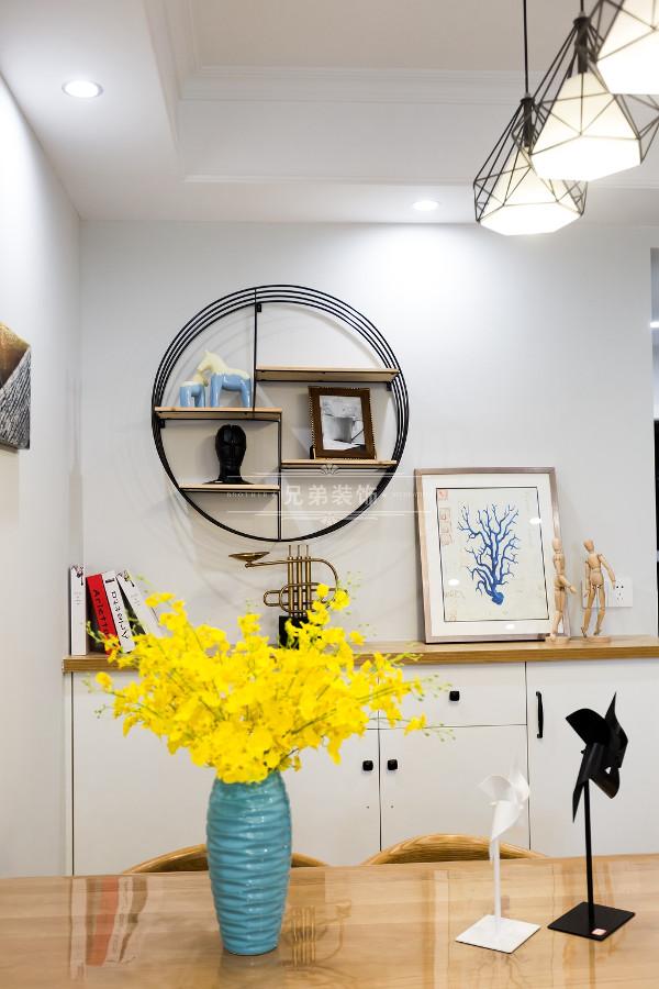 多彩饰品——增加了室内丰富的层次和提升空间亮点。