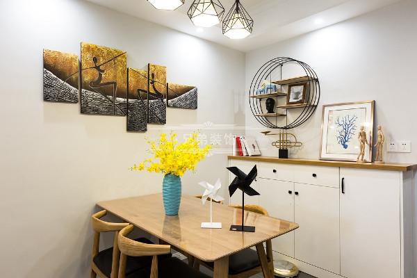 简单家居——富有层次感的原木色家具和装饰;
