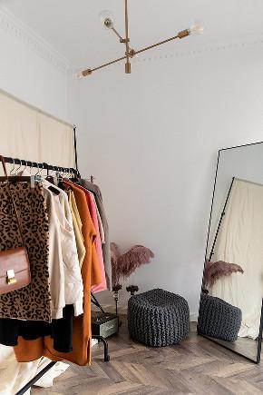 衣帽间图片来自家装大管家在89平休闲法式空间 崇尚冲突之美的分享