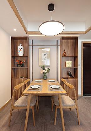 餐厅图片来自家装大管家在102平新中式雅致3居 古典又时尚的分享