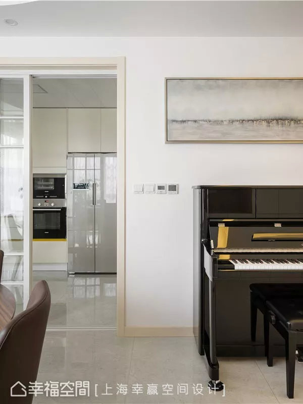 隅角一景  一幅画与一架琴的日常之美非来自刻意营造,却是反映着每个家庭成员对空间的生活态度。