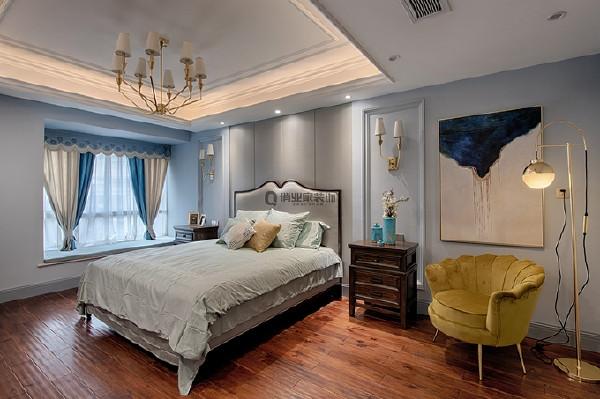 4、主卧装修:两个卧室组成的套房,不仅开辟出独立的衣帽间,也让主卧休息区变得十分宽敞,赋予主卧不一样的仪式感