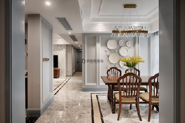 2、餐厅装修:餐厅空间不算大,因此拓展视觉空间成为关键一笔。