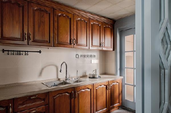 3、厨房装修:当厨房空间较小的时候,整体格局规划就显得十分重要。
