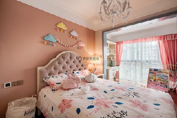 5、儿童房装修:业主特别注重女儿房的设计,所以,原本的景观阳台纳入儿童房,成为小公主的学习空间。