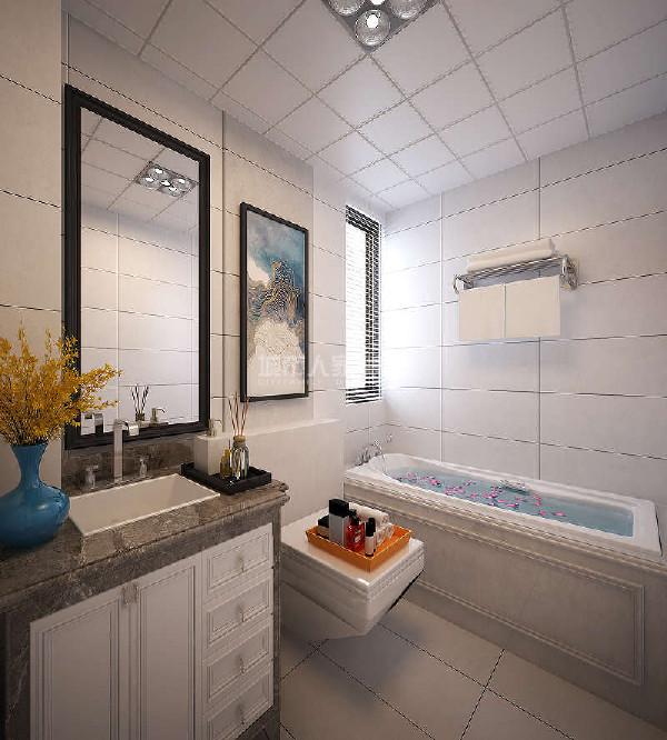 卫生间白色的瓷砖,营造一种优美典雅的感觉。