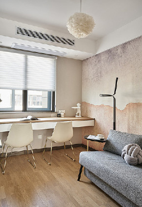 书房图片来自家装大管家在106平现代素雅3居 营造舒适生活的分享