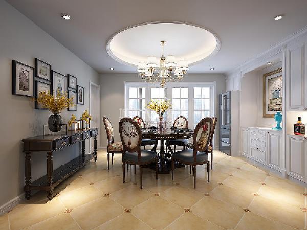 餐桌和白色储物柜上下呼应,与美式的浪漫气息融为一体,打造娴静优美的用餐环境。
