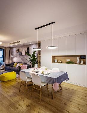 餐厅图片来自家装大管家在130平现代北欧3居 清新舒适温暖的分享