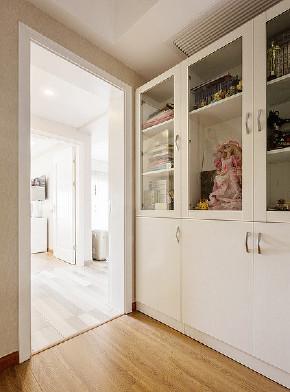 书房图片来自家装大管家在105平现代温暖3居 回归本真生活的分享
