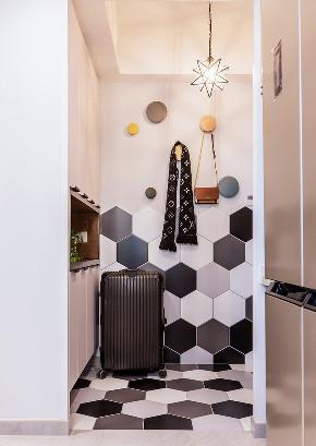 玄关图片来自家装大管家在130平北欧舒适3居 放空自我世界的分享