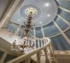 法式风格十分注重细节的展示,包括对于廊柱、雕花、线条、制作工艺等等,都要去极为精细的做工。