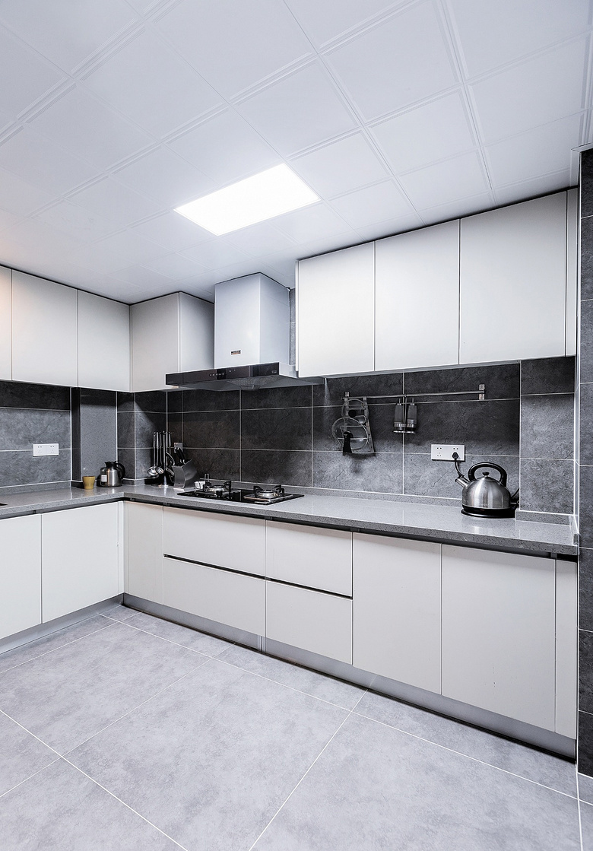 厨房图片来自家装大管家在静谧穿越 138平混搭中式雅致3居的分享
