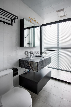 简约 现代 黑白灰 跃层 卫生间图片来自俏业家装饰在龙湖春森彼岸现代黑白灰实景案例的分享