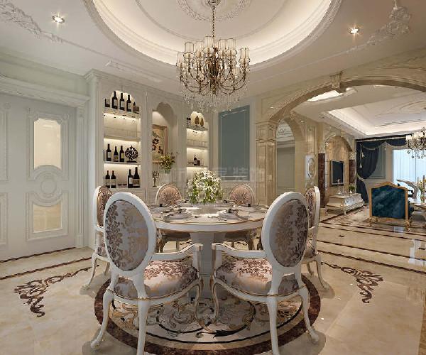 白色欧式古典风格餐桌在餐厅中央,其定夺了空间焦点,十分大气、华丽。