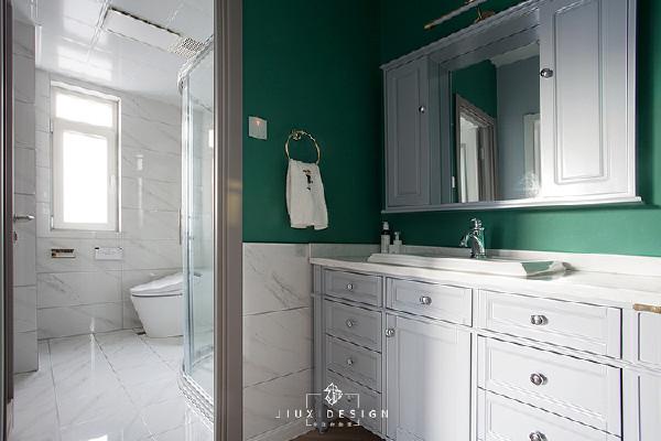 卫生间门口是干湿分区的位置。长度足有1200mm的洗手柜,让早起忙乱的洗漱时光,变得自在从容。开启的每一天,都能保持冷静的心态。