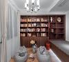 该多功能空间的设计满足临时客房的需求的功能的同时,更多的时候是爱读书爱喝茶的男业主的私密空间,整个空间无论从造型还是色彩上,均表达的沉稳与冷静。