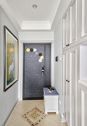 玄关图片来自家装大管家在自由与贵气 96平美式轻奢两居室的分享