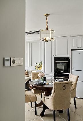 餐厅图片来自家装大管家在自由与贵气 96平美式轻奢两居室的分享