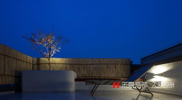 充满现代简约的东方气质的露天阳台,在这里冥想静坐,给自己独处返璞归真的空间。