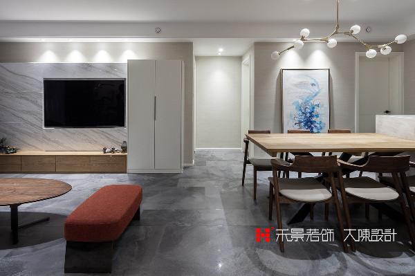 原客餐厅中间过道的空间过大,设计师将其稍稍缩小,在不影响行动动线的基础上,利用过道富余空间及借用次卧衣柜空间制作了一部通向地下室的楼梯。