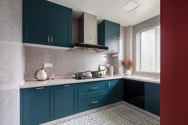 厨房图片来自家装大管家在色彩明艳 105平现代简约时尚3居的分享